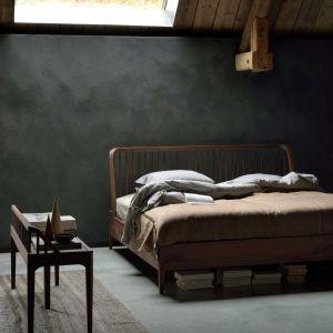 Bed Spindle in walnotenhout van Ethnicraft