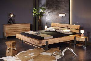 Slede balken bed, massief moeraseiken met zwart gepatineerd metaal